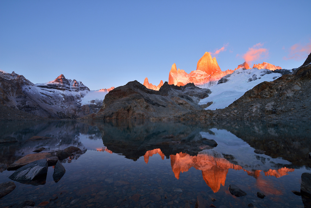 Laguna de Los Tres and mount Fitz Roy at sunrise
