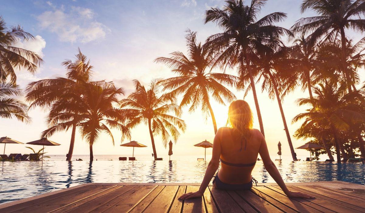 palm trees pool side